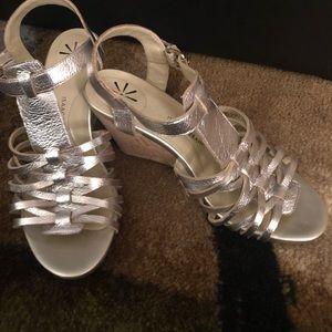 Brand new Isaac Mizrahi wedge sandals